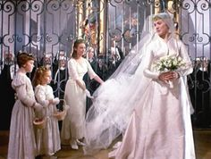 """Como se esquecer do filme """"A Noviça Rebelde"""" (1965), com Julie Andrews? O vestido da cena de casamento se tornou um clássico! Inspiração pura, que vale a pena relembrar no Yes Wedding!"""