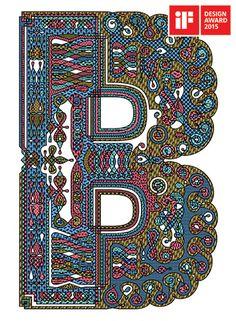 Fonte modular composta por três conjuntos do alfabeto básico ocidental de vinte e seis letras. A fonte apresenta uma releitura contemporânea das capitulares historiadas medievais iluminadas, trazendo-as para o século 21.