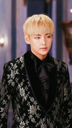 from the story Blue Moon ;°☆ Taegi by pingcatss_ (⭒𝕐𝐨𝚜𝒾ꫀ ⋆) with reads. ~Konishiyaa pessoa ♥ Role p. Jimin, Bts Bangtan Boy, Daegu, Seokjin, Hoseok, Namjoon, V Taehyung, Foto Bts, Taekook