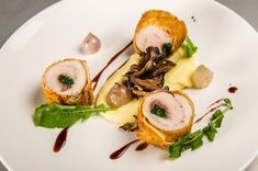 chicken-roulade, wrapped in crust with potato purée, cranberry jus, roquette, And where will the white wine sauce go to accompany the chicken? Hmmmmmm