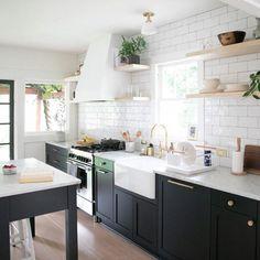 Home Decor Kitchen, Kitchen Interior, Home Kitchens, Remodeled Kitchens, City Kitchen Ideas, Kitchen Furniture, Small Modern Kitchens, Bungalow Kitchen, Renovated Kitchen
