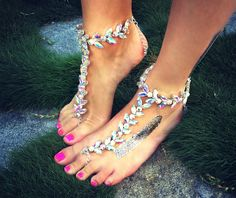 Anklet Adorn your feet with sparkles. Perfect for gypsies, hippies, fairies and brides. First bring the toe piece over the second toe, then wrap around the ankle and fasten. Comfortable to wear