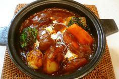 やっぱり、冬は鍋。土鍋で食べるお鍋はおいしいですね。だけど、鍋をした後の片付けが大変、ジャマになる…。 そんなこと言わないで!せっかく土鍋がキッチンに出ているのであれば、料理にどんどん活用しましょう。