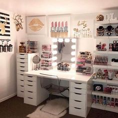 DIY Simple Makeup Room Ideas, Organizer, Storage and Decorating - Beauty room - Vanity Makeup Rooms, Makeup Room Decor, Vanity Room, Makeup Vanities, Beauty Room Decor, Makeup Vanity Tables, Diy Desk To Vanity, Vanity Set Ikea, Vanity Set Up