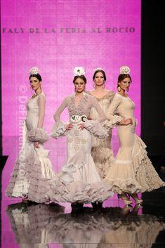 Fotografías Moda Flamenca - Simof 2014 - Faly de la Feria al Rocio 'Volantes de plata' Simof 2014 - Foto 18