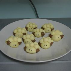 Detailed step-by-step instruction (with photos) for making sheep German cookies from someone who has never baked before! Plus photos of other animal cookies