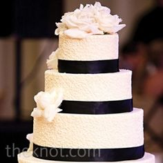 06102012 – Black and White Banded Cake