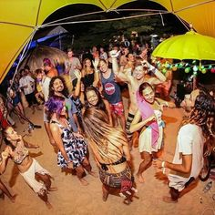 Regram from - We love the sound of dancing under the stars on a little tropical island in paradise. Grab your tickets with today and you could be doing just that soon! by gotogili Gili Air, Gili Trawangan, Nature Beach, Lombok, Under The Stars, Island Life, Backpacking, Berlin, Dancing