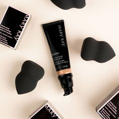 Mary Kay® CC Cream Sunscreen Broad Spectrum SPF 15 - Get easy complexion correction with a formula that acts like makeup and is formulated like skin care. Base Mary Kay, Mary Kay Ash, Mary Kay Foundation, Flawless Foundation, Perfect Foundation, Foundation Primer, Cc Cream, Cremas Mary Kay, Imagenes Mary Kay