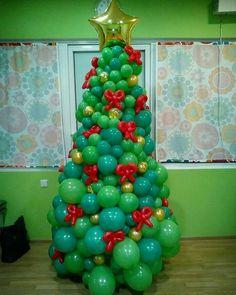 Balloon christmas tree! Holiday Party Themes, Christmas Party Decorations, Christmas Tree Themes, Xmas Tree, Christmas Crafts, Balloon Tower, Balloon Garland, Balloon Decorations, Christmas Balloons