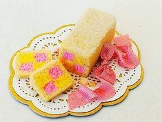1-12-scale-Butterbung-CAKE-by-artisan-THE-ENGLISH-KITCHEN-dollhouse-miniature