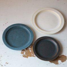 [エンベロープオンラインショップ] リムプレート 福岡彩子 TABLEWARE Japanese Pottery, Source Of Inspiration, Envelope, Arts And Crafts, Nail, Plates, Ceramics, Tableware, Design