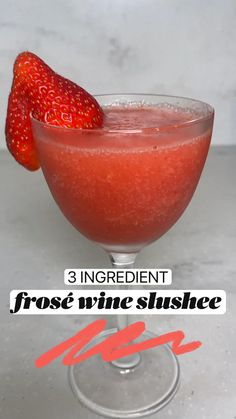 Frozen Cocktails, Wine Cocktails, Cocktail Recipes, Strawberry Cocktails, Brunch Drinks, Fun Drinks, Beverages, Infused Water Recipes, Alcohol Drink Recipes