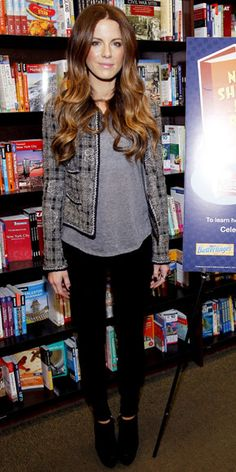 Kate Beckinsale kicked off National Reading Month in a tweed blazer that she layered with a gray tee, skinny jeans and black booties.