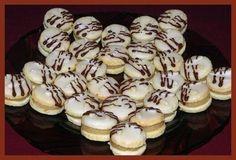 Kokosové dortíčky s mandlovou náplní