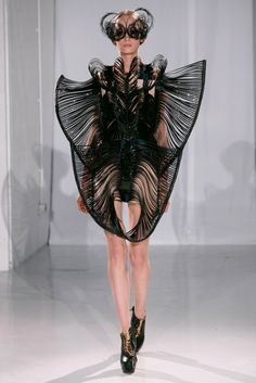 Iris Van Herpen just stole my heart.