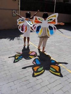 Teatres de la Llum how to make paper works Hole in paper art activities for kids encourage them…Paperwrite each childs name and print on paper and then… Kids Crafts, Summer Crafts, Projects For Kids, Diy For Kids, Art Projects, Arts And Crafts, Summer Art, Toddler Activities, Preschool Activities