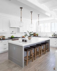 Ideas for Beach Style Kitchens - Find Pictures of Beach Kitchens . - Beach Style Kitchen Ideas – Find pictures of beach style kitchens. Discover ideas for remodeling or upgrading your beach kitchen … – ⬛◼️ ~ Furnishing and living ideas️️️ - Home Decor Kitchen, Interior Design Kitchen, Diy Kitchen, Kitchen Dining, Kitchen Ideas, Kitchen Designs, Kitchen Vent, Eat In Island Kitchen, Best Kitchen