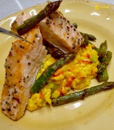 Saffron Asparagus Risotto and Marinated Salmon Marinated Salmon, Vegetable Recipes, Starters, Family Meals, Asparagus, Risotto, Side Dishes, Easy Meals, Vegetables