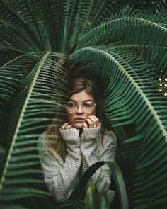 New Womens Photography Poses Senior Pics 52 Ideas Creative Portrait Photography, Grunge Photography, Fashion Photography Poses, Fashion Photography Inspiration, Girl Photography Poses, Tumblr Photography, Photography Tutorials, Amazing Photography, Photo Post Bad