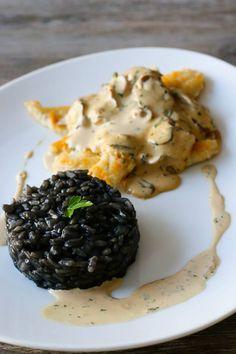 Filets de sole, sauce aux champignons et risotto à l'encre de seiche - Les Délices De Marina