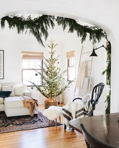 Breathtaking 42 Amazing Christmas Tree Decor Ideas To Perfect Your Living Room christmastreeinbasket