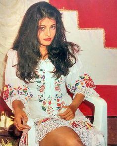 Rare and unseen pic of Aishwarya Rai Aishwarya Rai Young, Aishwarya Rai Pictures, Aishwarya Rai Photo, Actress Aishwarya Rai, Bollywood Pictures, Indian Bollywood Actress, Aishwarya Rai Bachchan, Beautiful Bollywood Actress, Most Beautiful Indian Actress