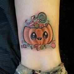 21 Eye-Catching Halloween Tattoo Ideas For Ladies tattoos vorlage 21 Eye-Catching Halloween Tattoo Ideas For Ladies Halloween Tattoo Flash, Cute Halloween Tattoos, Spooky Tattoos, Cute Halloween Drawings, Halloween Ideas, Halloween Artwork, Dope Tattoos, Body Art Tattoos, Sleeve Tattoos