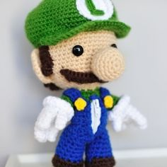 See the making of this detailed crocheted Luigi Sackboy (free pattern via FullMetalPiglet), perfect for video game and Nintendo enthusiasts.