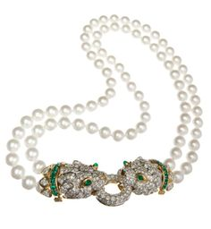 This David Webb gold Leopard necklace, with cabochon emeralds, pearls and diamonds, was originally owned and worn by Elizabeth Taylor.