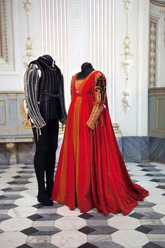 Romeo & Juliet costumes from the ball scene