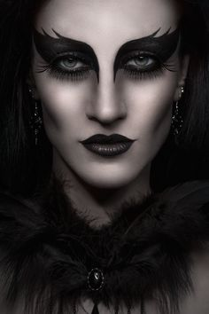 Photographer: Antonia GlaskovaJewelry/Accessories: Aeternum NocturneMakeup/Model: N. CarmineStudio: Amelie Studio