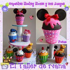 Cupcakes de Mickey Mouse y sus Amigos (Minnie, Pato Donald, Daisy, Pluto, Mickey y Goofy) en foami (Goma eva).