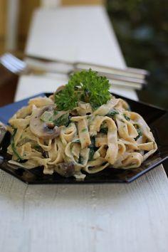 Herkkusieni-pinaattipasta Spaghetti, Good Food, Ethnic Recipes, Healthy Food, Noodle, Yummy Food