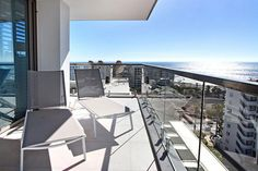 Fairmont 1001 is a luxury self-catering holiday apartment in Sea Point with 3 bedrooms. View pictures, get rates and check availability.