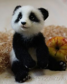 Needle Felted Animals, Felt Animals, Cute Baby Animals, Needle Felted Ornaments, Felt Ornaments, Animal Z, Baby Panda Bears, Crochet Bear Patterns, Needle Felting Tutorials