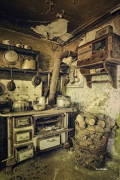 Pinned from https://www.flickr.com/photos/berrie_leijten/8154321383/in/photostream/ on 27/7/2015 grandma's kitchen | by silent witnesses