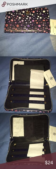 Adrienne Vittadini zip around jewelry holder NWT Adrienne Vittadini zip around jewelry holder. New with tags. Beautiful color, great for travel Adrienne Vittadini Bags
