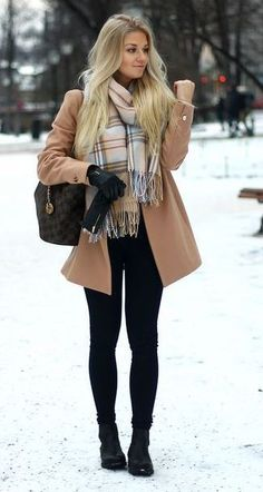 this is such a cute date night outfit! Cute and preppy date night outfit ideas for your next night on the town with your guy! These outfits ideas are perfect for that first date! Winter Layering Outfits, Stylish Winter Outfits, Winter Outfits Women, Winter Fashion Outfits, Casual Fall Outfits, Look Fashion, Autumn Fashion, Classy Fashion, Trendy Fashion