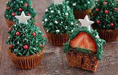 A clear how to make strawberry christmas tree cupcakes. - A clear how to make strawberry christmas tree cupcakes. Are nice on the table for dessert at the Ch - Holiday Cakes, Holiday Desserts, Holiday Baking, Holiday Treats, Holiday Recipes, Christmas Tree Cupcakes, Christmas Deserts, Christmas Cupcakes Decoration, Xmas Food
