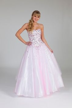 #A stunning pale pink prom dress with sparkle detail, by Crystal Breeze of London. www.2dayslook.nl