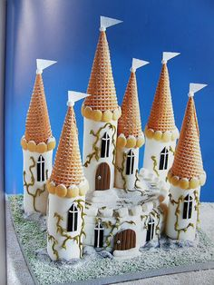 Casle cake 2 Lovely Tutorials, Sugar Cake, Paper Crafts For Kids, Cake Toppers, House Styles, Handmade, Unicorn, Cakes, Pretty