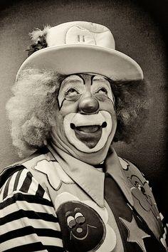 http://WhoLovesYou.ME   Graça #clown