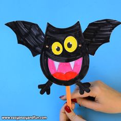 What a fun Halloween craft for kids to make. Print out the template and make your own bat paper doll. These paper puppets are great for story time too.