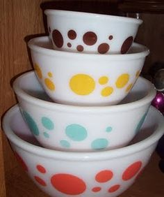 Vintage Dotty Bowls want these