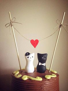 Mom - Melanie, there are groom's tables...why not a Tigger table?  Meow Kitty Custom Wedding Cake Topper with bunting by LuLuAmour, $65.00