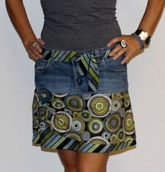 BeeBella – Upcycling – So wird aus einer Jeans ein Rock // FreeBook BeeBella This is how a worn-out pair of jeans turns into a stylish skirt and your favorite jeans will take you a while longer.Awesome 30 Sewing projects are offered on our website. Diy Jeans, Sewing Patterns Free, Free Sewing, Sewing Tips, Sewing Tutorials, Denim Bag Patterns, Sewing Clothes, Diy Clothes, Refashioned Clothes