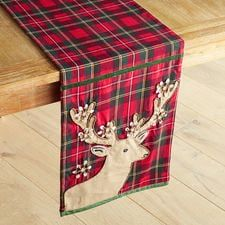 Our traditional plaid table runner features a reindeer applique with antlers decorated with holly. Table Runner And Placemats, Table Runner Pattern, Quilted Table Runners, Quilting Projects, Quilting Designs, Sewing Projects, Christmas Sewing, Handmade Christmas, Quilted Placemat Patterns