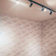Papel de parede + iluminação CDA office #details #cdaprojetos #office #decor #blogcasadasamigas