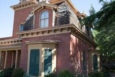 The Gospel Hill area near the Silver City Museum has many historical properties dating from the 1880′s. The Silver City Museum, located in a historic home at 312 W. Broadway, is worth a quick visit. #globalphile #travel #tips #destinations #silvercity #usa #museum #history http://globalphile.com/city/silver-city-new-mexico/